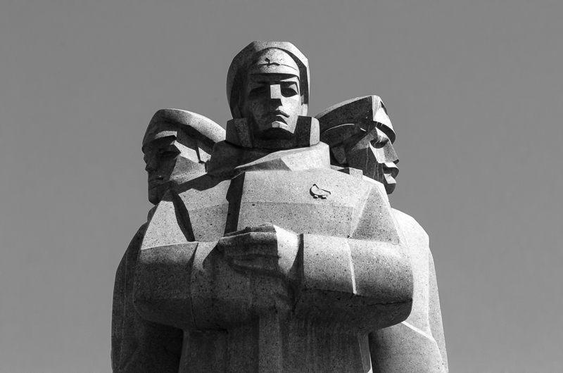 riflemen statue
