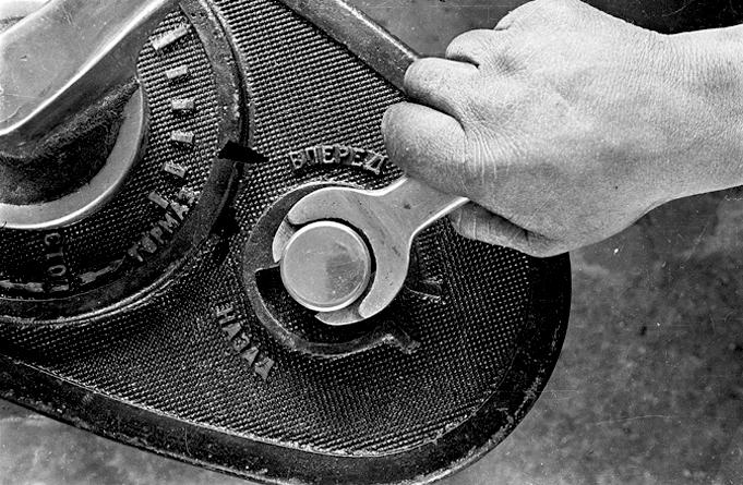 boris-ignatovich-tightening-the-bolt-lever
